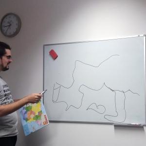 Študent zo Španielska kreslí mapu Európy