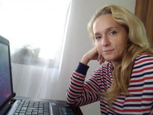 Lektorka Mirka s notebookom