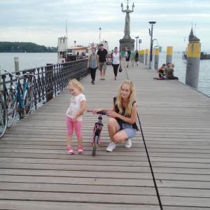 Lektorka Mirka pri vode