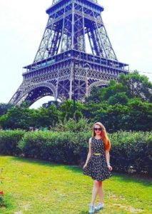 Lektorka Nikol a Eiffelova veža
